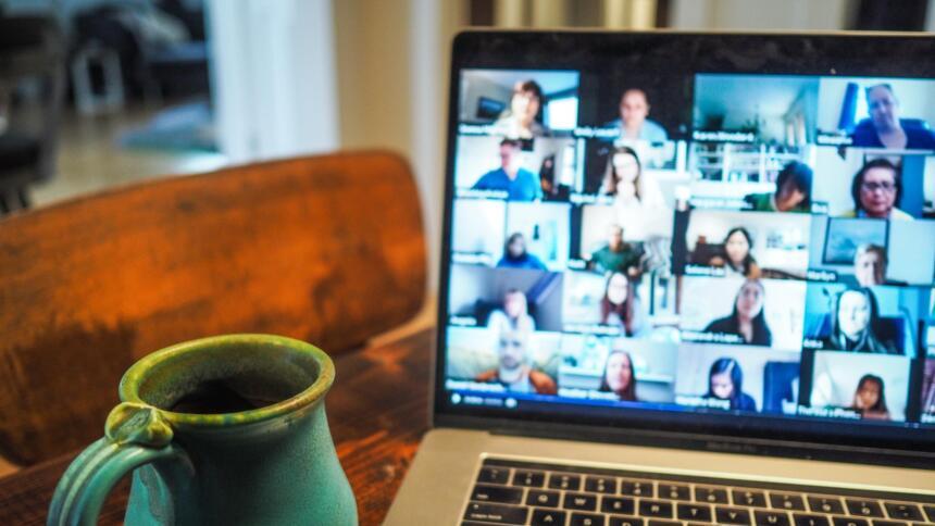 Videokonferenz am Morgen