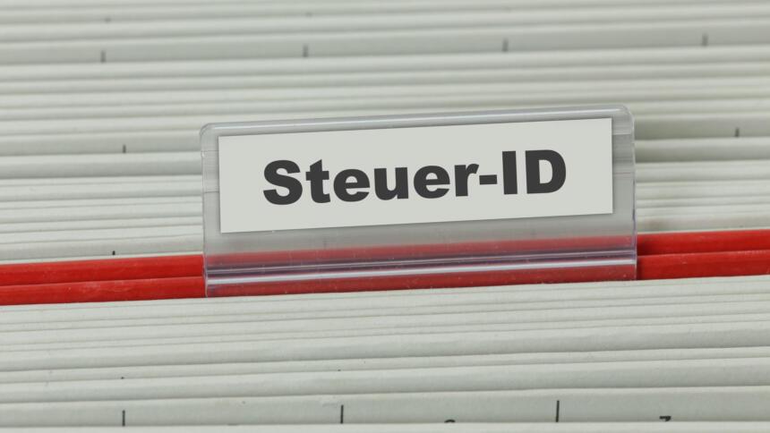 Hängeregister mit Aufschrift Steuer-ID