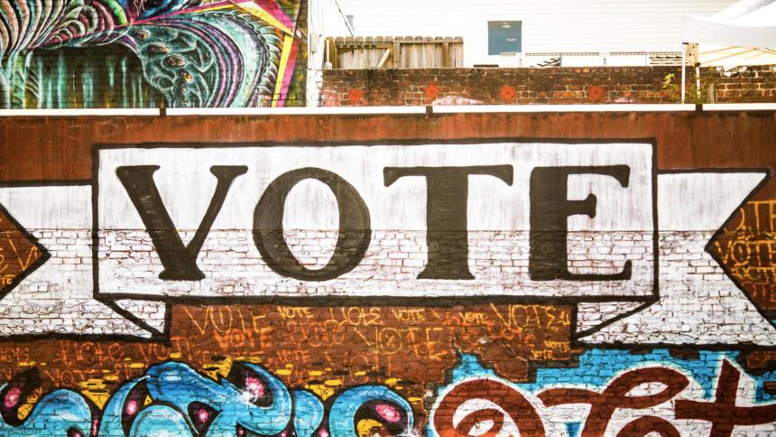 """Graffiti mit dem Schriftzug """"Vote"""""""
