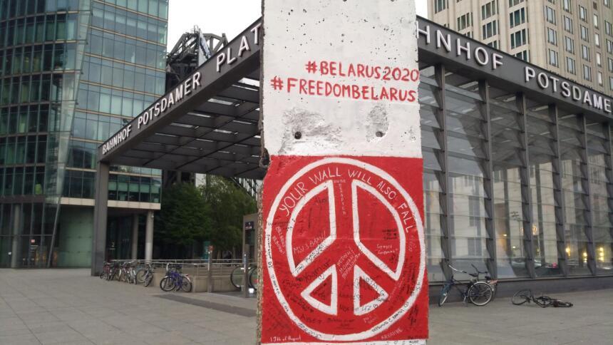 Berliner Mauer mit Peace Zeichen