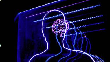 Umrisse eines Menschen und Gehirn