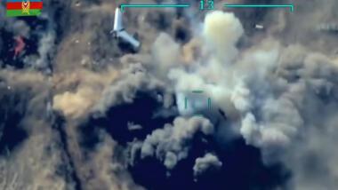 """Aserischer Drohnenangriff auf Stellung in Karabach. Im Bild eine mutmasslich armenische Drohne (""""Orbiter"""")."""