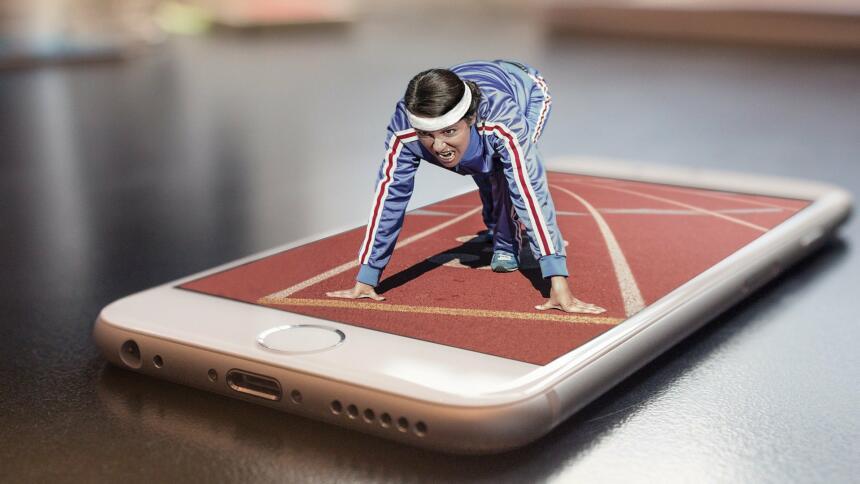 Läuferin auf einem Smartphone-Bildschirm in Startposition