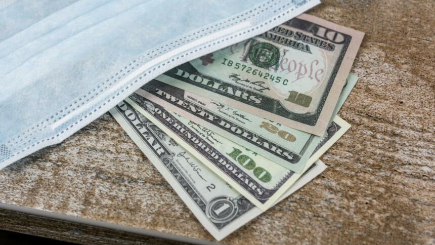 US-Dollar unter einer Gesichtsmaske