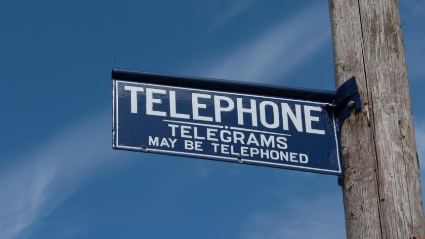 Schild Telefon Telegramm