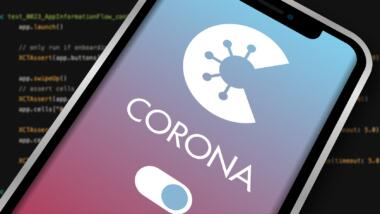 Corona-Warn-App vor einem Hintergrund aus Code.