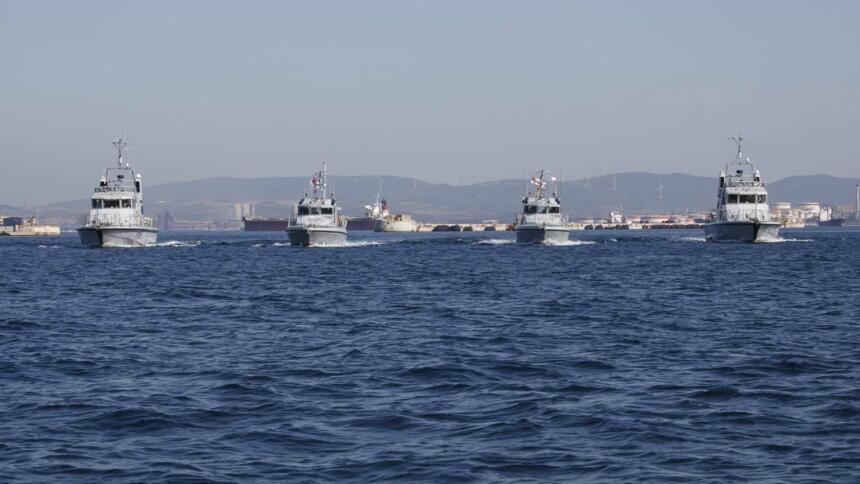 Zur Überwachung der Seeaußengrenzen hat die britische Marine zwei Patrouillenboote in Gibraltar stationiert. Eigentlich sollten sie in diesem Jahr durch größere Schiffe ersetzt werden.