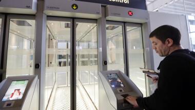 """Als """"Smart Borders"""" wird die Abnahme biometrischer Daten an EU-Grenzen verpflichtend. Deren Verarbeitung wird automatisiert."""