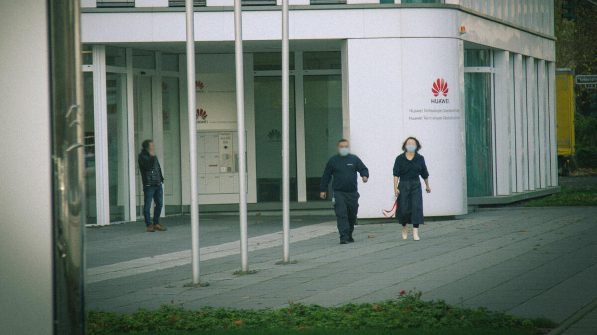 """Delete the photos"": Huawei feels its turf has been violated by the reporter outside its headquarters in Düsseldorf"