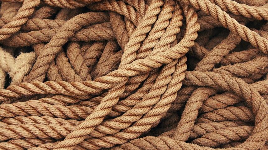 mehrere geflochtene Seile