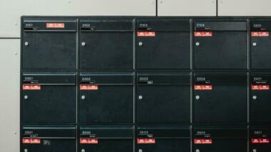 Durchnummerierte Briefkästen