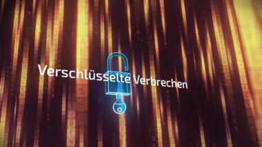 Schloss mit Schlüssel vor Matrix-Code