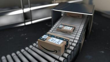 Amazon Paket auf Transportband