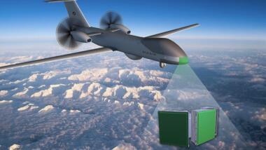 Ein bewegliches Radar scannt die Umgebung auf drohnende Kollisionen, ein Autopilot könnte anschließend mit einem autonomen Flugmanöver ausweichen.