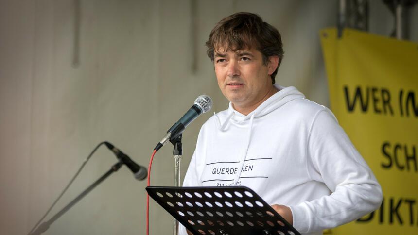 Michael Ballweg auf einer Demo