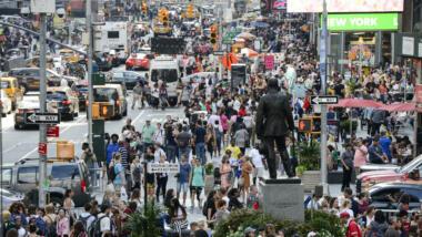 Überwachungskameras an einer belebten Straße in New York