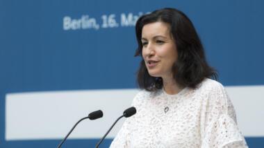 Dorothee Bär redet auf einer Konferenz