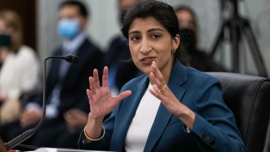 Lina Khan während einer Anhörung des Senatsausschusses