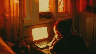 Mensch vor Computer