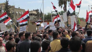 Demonstrant:innen im syrischen Douma im Jahr 2011