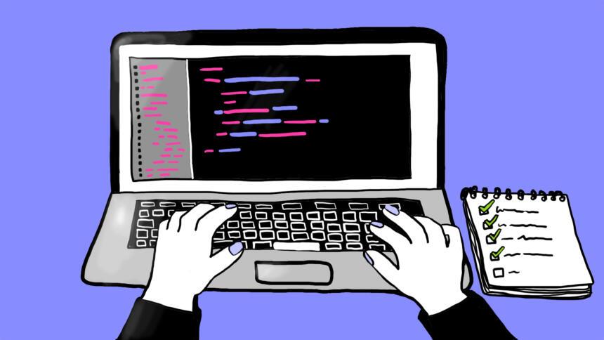 Ein aufgeklappter Laptop zeigt die Bearbeitung von Datensätzen.