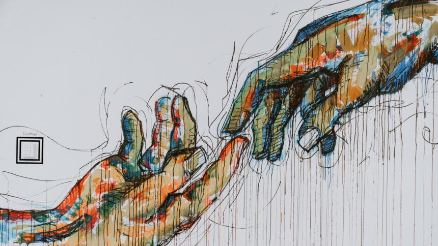 Zwei bunt illustrierte Hände berühren sich sanft.