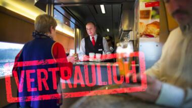 """Ein Bild aus einem DB-Bordbistro mit """"Vertraulich""""-Schriftzug"""