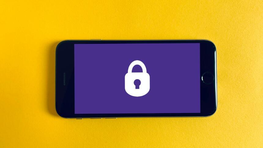 Schloss auf Smartphone-Bildschirm.