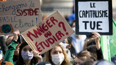 Umweltaktivst:innen gehen in Paris auf die Straße