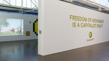 """Wand auf der steht """"Freedom of Movement is a capitalist right"""""""