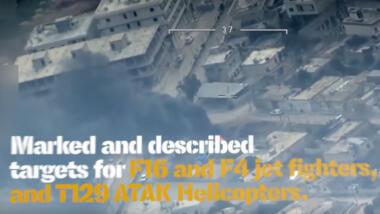 """Auf dem Screenshot ist ein brennendes Haus zu sehen, davor in weiß und gelb die Schrift """"Marked and described targets for F16 and F4 jet fighters, and T29 ATAK helicopters""""."""