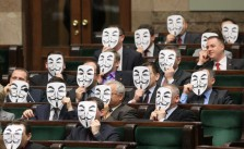Anonymous im Parlament.