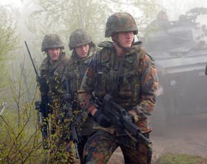 Geschichte voller Pannen: Bundeswehr-Soldaten mit Sturmgewehr G36.