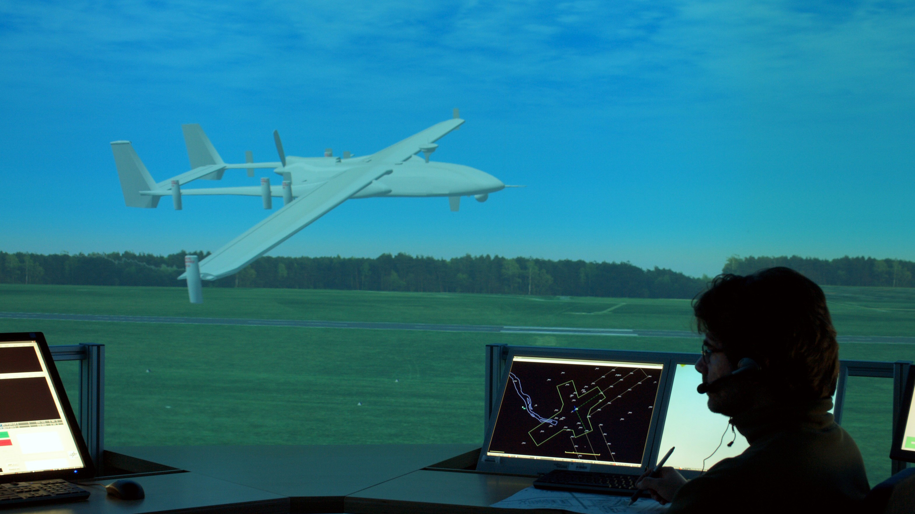 """Simulation des DLR vor dem Flug einer """"Heron"""" im spanischen zivilen Luftraum"""