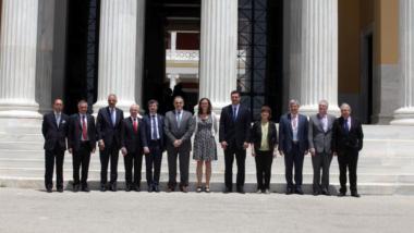 """Wer würde diesen Leuten den EU-US-Datenschutz in die Hände legen? """"Familienfoto"""" des """"EU-US-Ministertreffens"""" in Athen."""