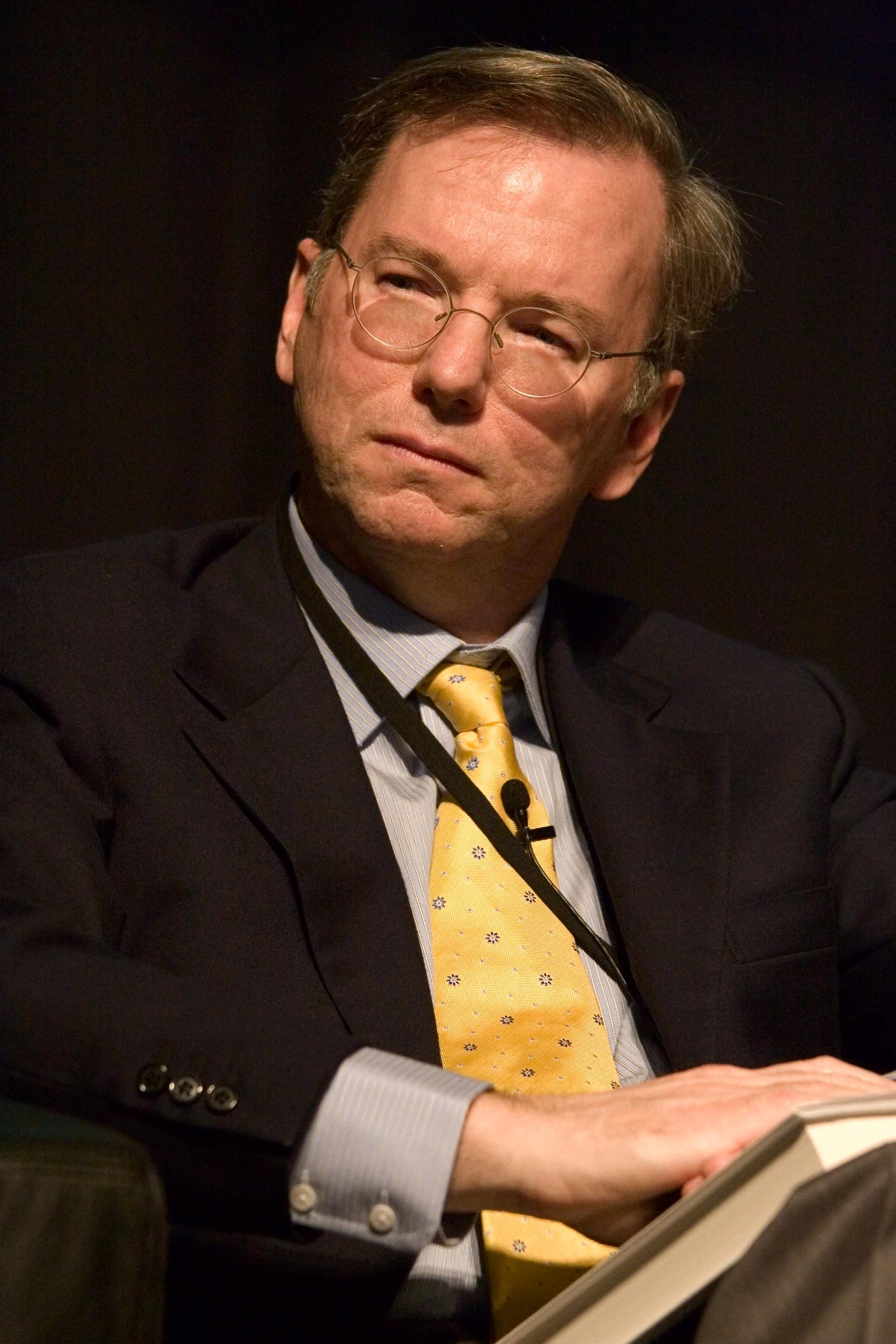 Eric Schmidt, Vorstandsvorsitzender von Alphabet CC BY-SA 2.0, via wikipedia ...