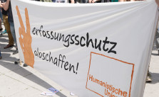 Transparent der Humanistischen Union bei der #Landesverrat-Demo. CC BY 2.0, via flickr/Schramm Photography.