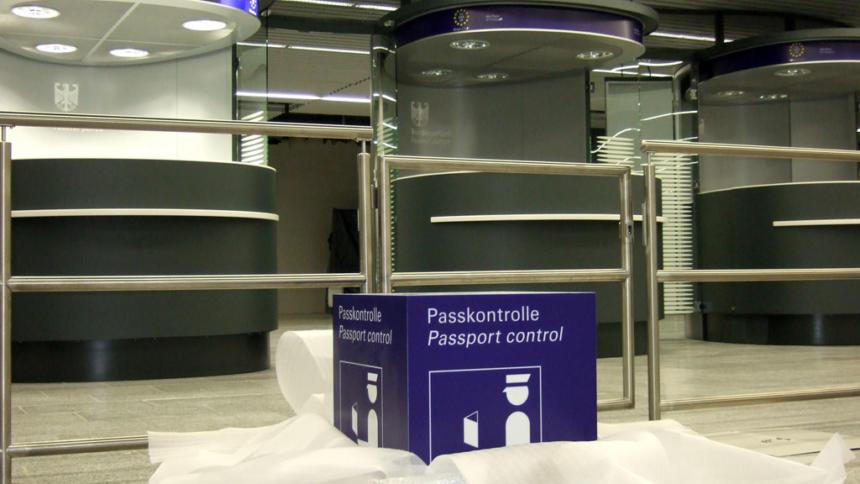 Neue Passkontrollstelle am Frankfurter Flughafen (Bild: Wikipedia)