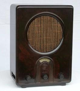 Rundfunkapparat, moderner als die Rundfunkgebühr. Bild: Dirk Becker. Lizenz: Creative Commons BY-SA 3.0.