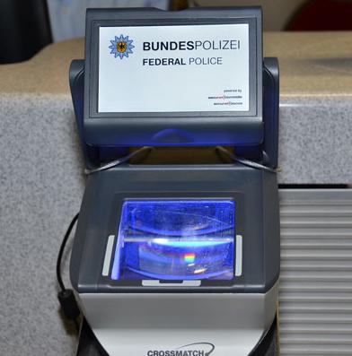 """Biometrie-Kiosk der Bundespolizei im Pilotprojekt """"Intelligente Grenzen""""."""