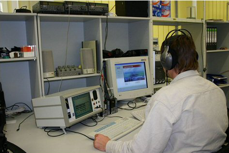 Telekommunikationsüberwachung am Gerät (Bild: Polizei Sachsen).