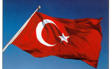 (Tekdoner https://commons.wikimedia.org/wiki/File:TurkishFlag.jpg / Public Domain)