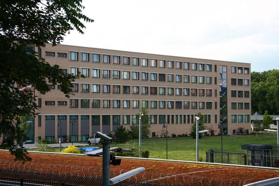 Bekommt zwei neue Referate zur Auswertung und Analyse überwachter Internet-Daten: Bundesamt für Verfassungsschutz in Berlin-Treptow. Bild: Wo st 01. Lizenz: Creative Commons BY-SA 3.0 DE.