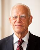 """Wikipedia: """"Wolfgang Hoffmann-Riem ist ein deutscher Rechtswissenschaftler und ehemaliger Richter des Bundesverfassungsgerichts."""""""