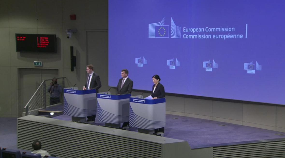 Ansip und Jourová bei der Pressekonferenz der EU-Kommission