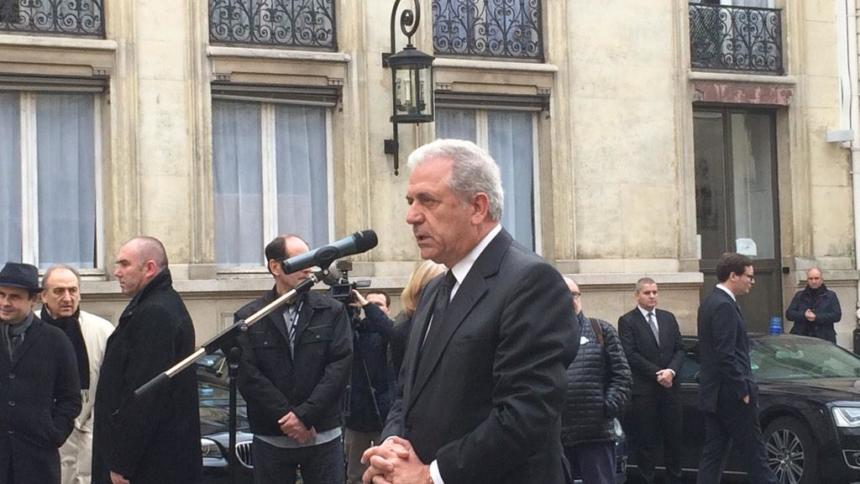 Der neue EU-Innenkommissar Dimitris Avramopoulos verkündet die EU-Pläne in Paris. (Bild: EU-Kommission)