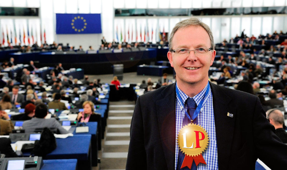 Axel Voss, CDU – Keiner schwächt – rein quantitativ – den Datenschutz im EU-Parlament wie er (Collage/Foto: axel-voss-europa-de)