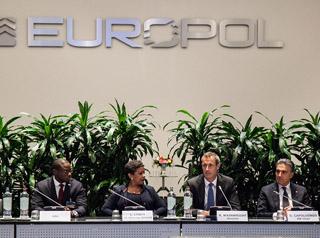 Unter Palmen: Die US-Justizministerin Loretta Lynch und der Europol-Direktor Rob Wainwright.