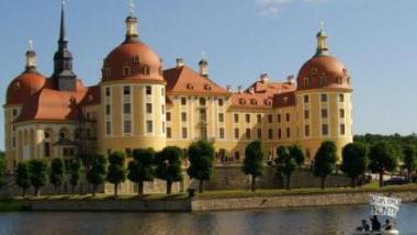 """Das """"Aschenputtel-Schloss"""" Moritzburg bei Dresden. Hier einigte sich der Innenminister-Stammtisch darauf, IT-gestützte Ermittlungsmethoden zu erleichtern."""