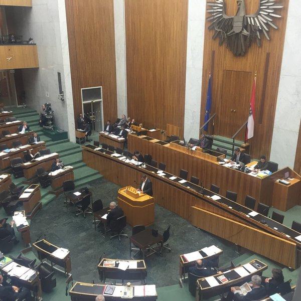 Die Debatte fand vor einem fast leeren Parlament statt (Foto via Twitter/ AKVorrat)